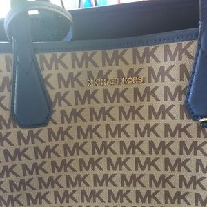 Michael Kors Bags - Michael Kors Candy  Reversible City Tote withpouch